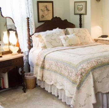Green Room Queen Bed