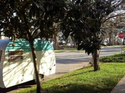 Vintage Camper visits Green Cove Springs